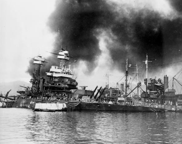 USS_California_(BB-44)_sinking_at_Pearl_Harbor_1941